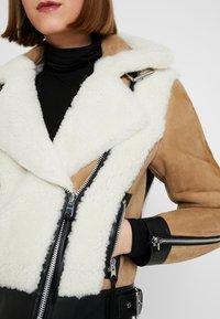 AllSaints - ELIA SHEARLING - Leather jacket - toffee/chalk white - 5