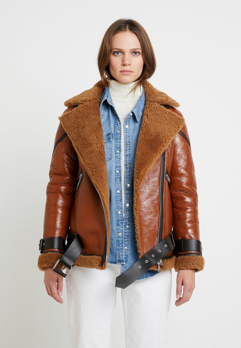 AllSaints - HAWLEY SHEARLING - Giacca di pelle - rust brown