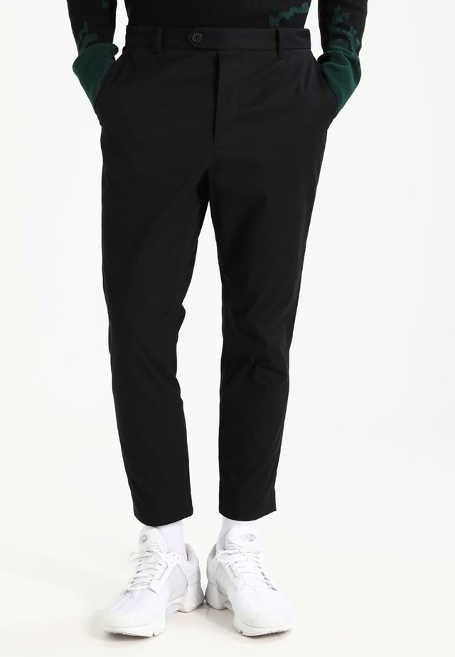 KATO TROUSER - Chinosy - black