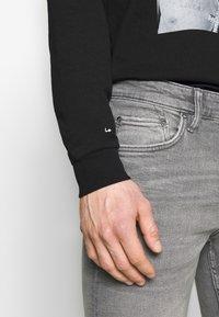 AllSaints - REX DAMAGED - Jeans slim fit - grey - 3