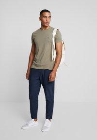 AllSaints - TONIC CREW - T-shirt - bas - beech green - 1