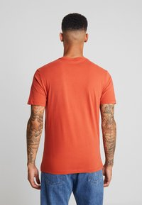 AllSaints - BRACE CREW - T-shirt basic - brick red - 2