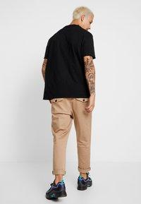 AllSaints - MATEO  CREW - T-shirts - black - 2