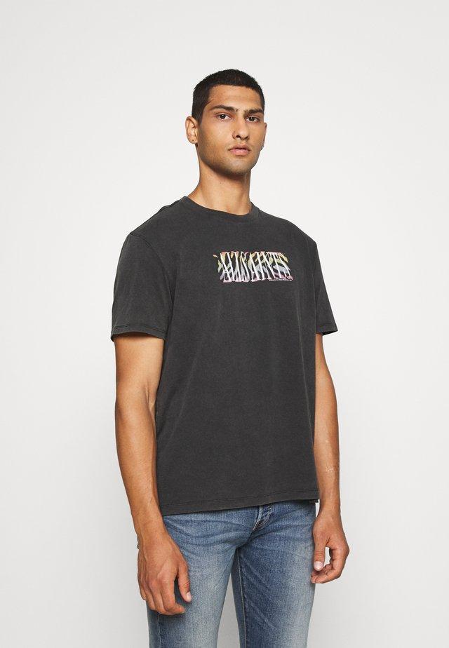 PROUD CREW - T-shirts med print - jet black