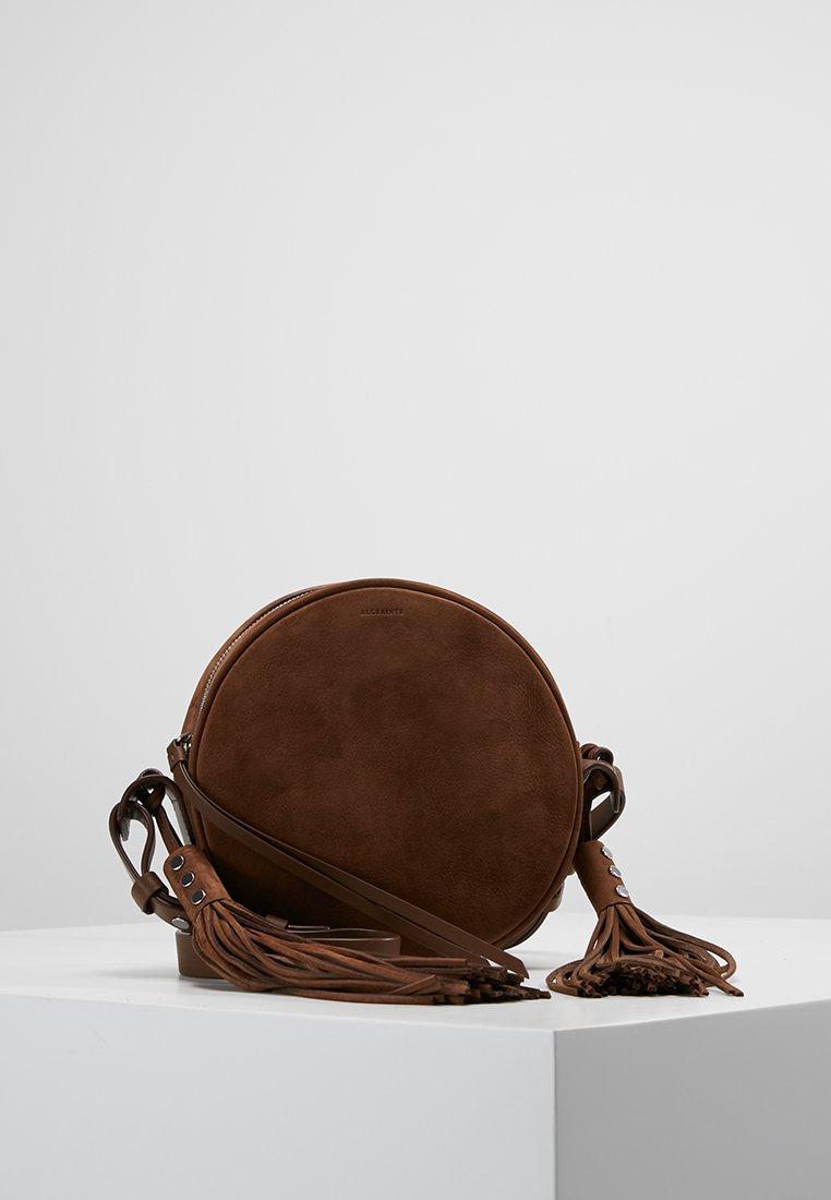 AllSaints - KEPI LEA ROUND CROSSBODY - Sac bandoulière - coffee brown
