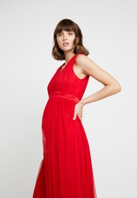 Anaya with love Maternity - V FRONT DRESS WITH BOW AND GATHERED - Abito da sera - poppy red - 4