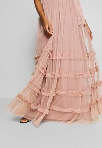 Anaya with love Maternity - HALTER NECK MAXI DRESS WITH RUFFLE DETAIL SKIRT - Iltapuku - pearl blush - 4