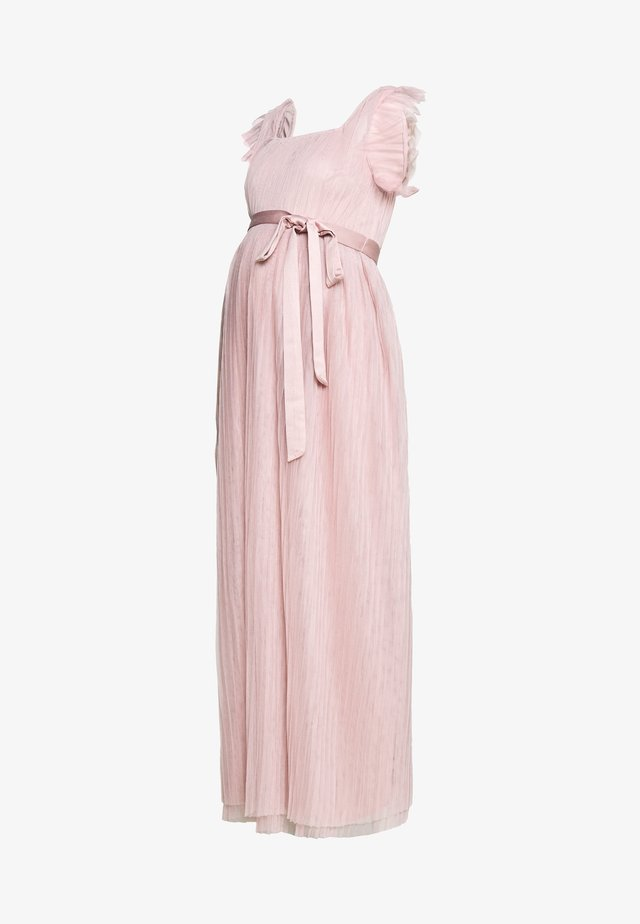 FLUTTER SLEEVE PLEATED MAXI DRESS - Galajurk - frosted pink