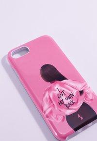 Antwerp Avenue - iPhone 6/7/8 - Étui à portable - pink/black - 3