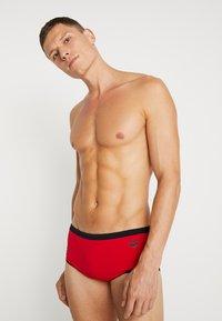 Arena - TEAM STRIPE LOW WAIST SHORT - Zwemshorts - red/black - 0