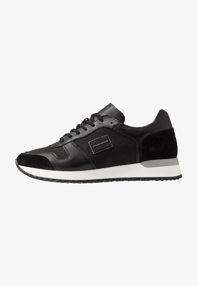 RUN - Trainers - black