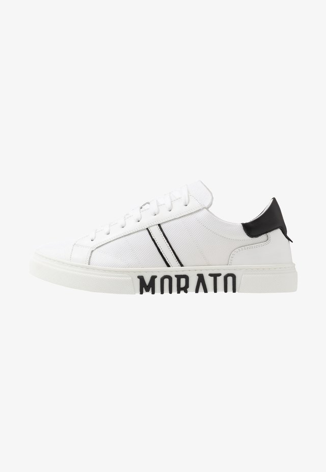 STRIKE  - Trainers - white