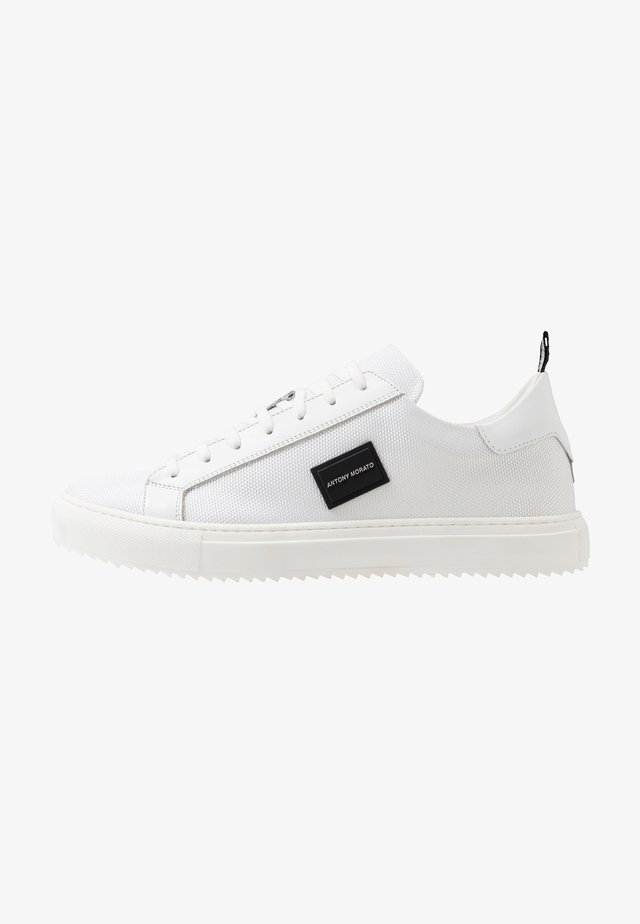 DUGGER METAL - Sneakers laag - white