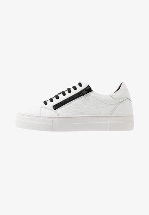 ZIPPER - Trainers - white