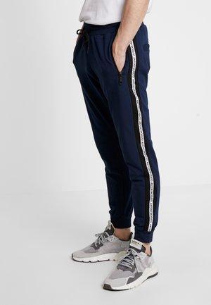 PANT WITH CONTRAST COLOUR AND LOGO TAPE - Spodnie treningowe - avio blu