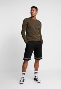 Antony Morato - SHORT PANT WITH LOGO TAPE - Pantaloni sportivi - black - 1
