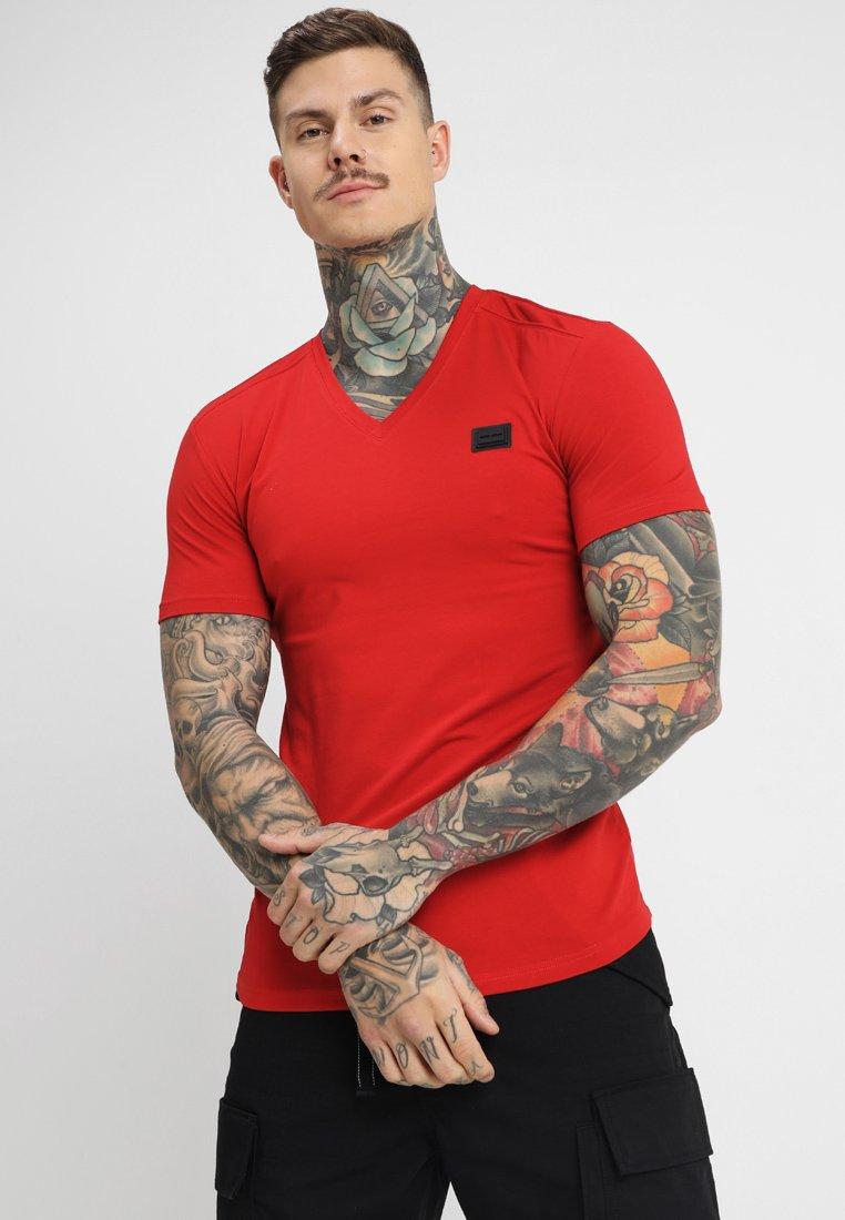 Antony Morato - SPORT V-NECK WITH METAL PLAQUETTE - T-shirt basic - rosso
