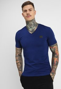 Antony Morato - SPORT V-NECK WITH METAL PLAQUETTE - T-shirt basic - bluette - 0