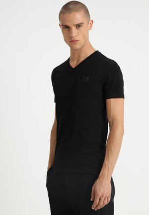 SPORT V-NECK WITH METAL PLAQUETTE - T-shirts basic - nero