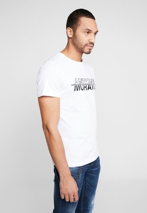 ROUND COLLAR WITH FRONT PRINT - T-shirt med print - white