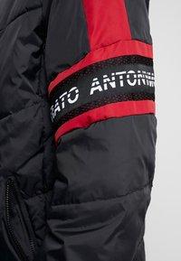 Antony Morato - COAT WITH HOOD AND LOGO TAPE - Chaqueta de invierno - black - 5