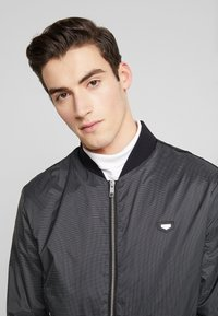Antony Morato - FRONT ZIP AND TAPE ON SHOULDER - Bomber Jacket - black - 3