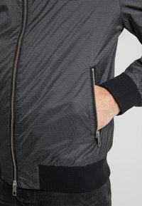 Antony Morato - FRONT ZIP AND TAPE ON SHOULDER - Bomber Jacket - black - 5