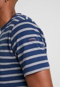 Armor lux - RIB STRIPED  - T-shirt med print - marine vintage/slate - 3