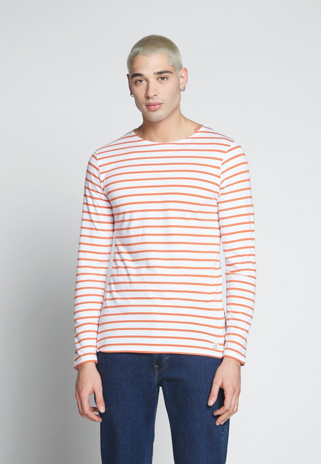 PLOZÉVET  - Langarmshirt - white/orange