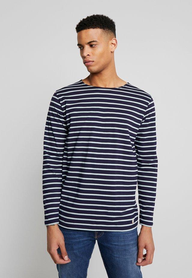 PLOZÉVET  - Langærmede T-shirts - navire/marsouin