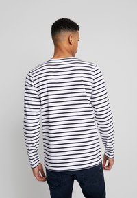 Armor lux - PLOZÉVET TEE - Långärmad tröja - white / blue - 2