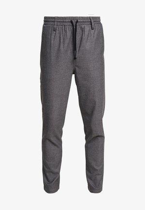 AKBOBBY PANTS - Pantalones - granit