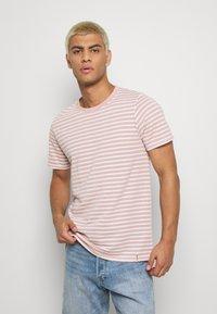 Anerkjendt - AKROD - T-shirt imprimé - old rose - 0