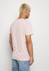 Anerkjendt - AKROD - T-shirt imprimé - old rose - 2