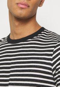 Anerkjendt - AKROD - T-shirts med print - caviar - 3