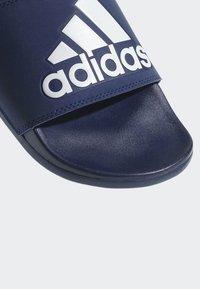 adidas Performance - ADILETTE CLOUDFOAM PLUS LOGO SLIDES - Badesandale - blue/white - 7