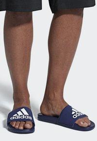 adidas Performance - ADILETTE CLOUDFOAM PLUS LOGO SLIDES - Badesandale - blue/white - 0