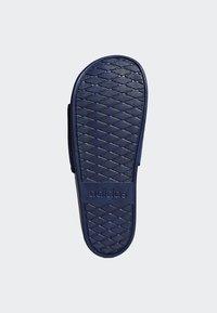 adidas Performance - ADILETTE CLOUDFOAM PLUS LOGO SLIDES - Badesandale - blue/white - 5