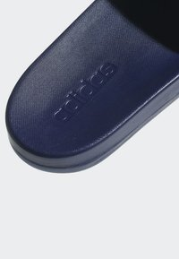 adidas Performance - ADILETTE CLOUDFOAM PLUS LOGO SLIDES - Badesandale - blue/white - 8