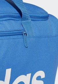 adidas Performance - LINEAR CORE DUFFEL BAG MEDIUM - Sports bag - blue - 4