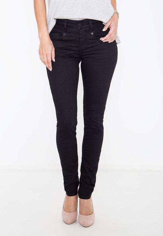 MIT FORMGEBEN - Slim fit jeans - black
