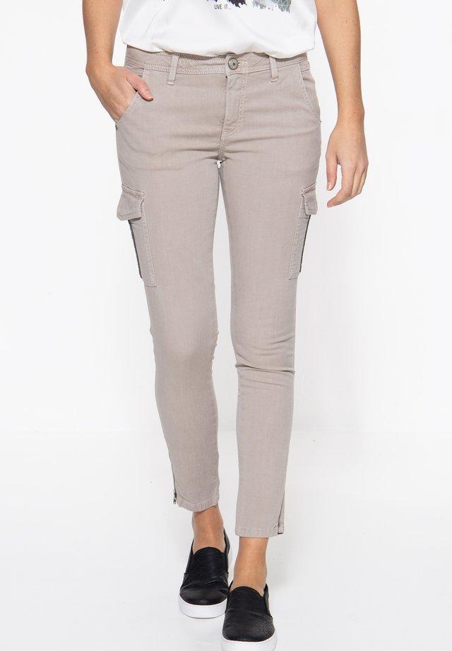 MIT AUFGESETZTEN TA - Slim fit jeans - schlamm