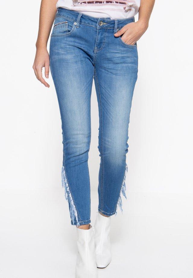 MIT FRANSENAUFSATZ  - Slim fit jeans - blau