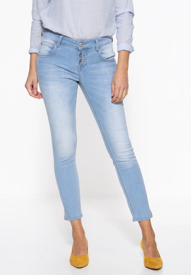 MIT HALB VERDECKTER - Slim fit jeans - hellblau