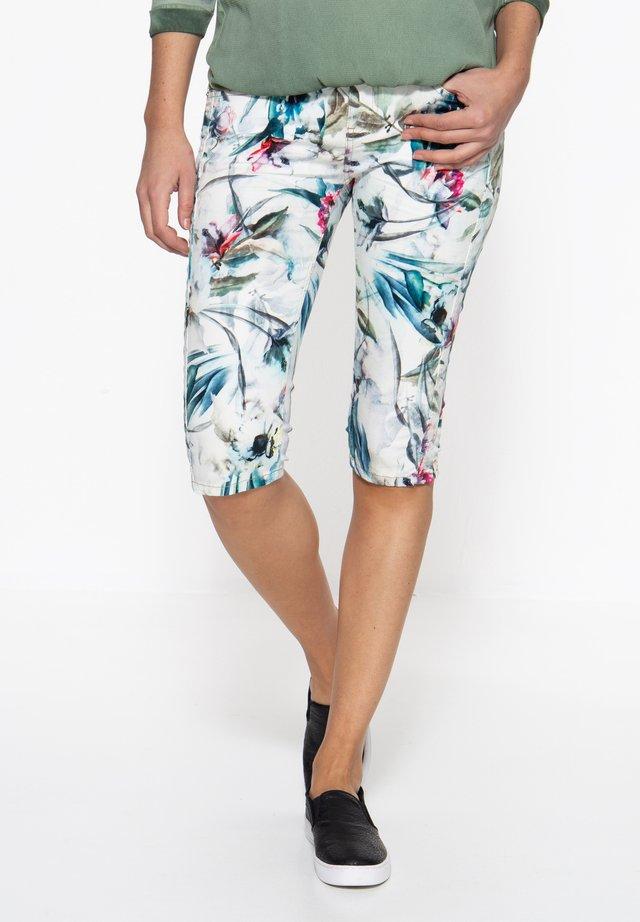MIT FLORALEM ALLOVER  - Denim shorts - bunt