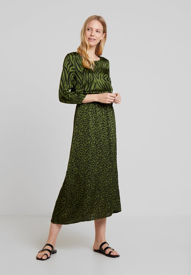 METINA - Day dress - jungle green