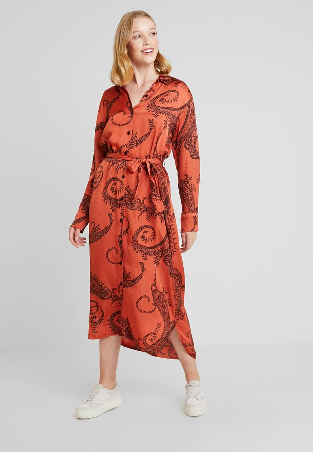 PALMA PAISLEY - Maxi dress - chili