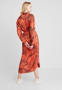 Aaiko - PALMA PAISLEY - Maxi dress - chili - 2