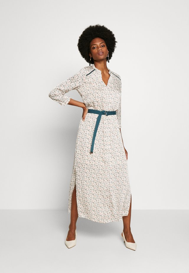 SELENI - Shirt dress - les blancs