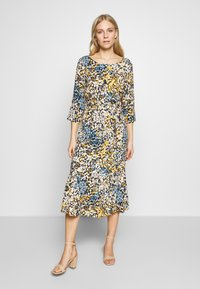 Aaiko - AULUNA FLORAL - Sukienka letnia - sudan brown - 0